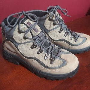 Ladies Size 9 Columbia Hiking Boots